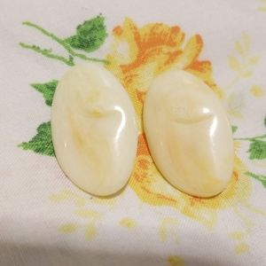 Vintage 1960s Mod Iridescent Pearl Oval Earrings